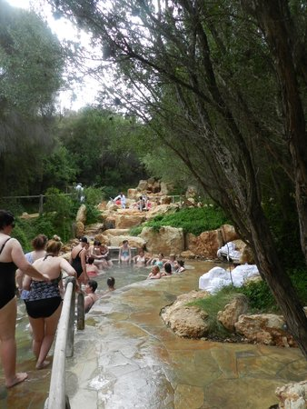 Peninsula Hot Springs: Packed and noisy