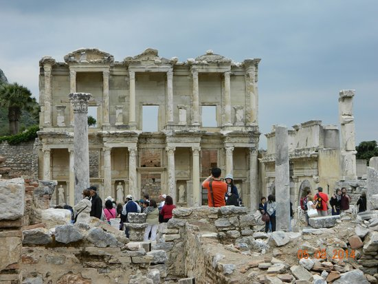 Istanbul to Ephesus Day Trip : Celsus Library ruins