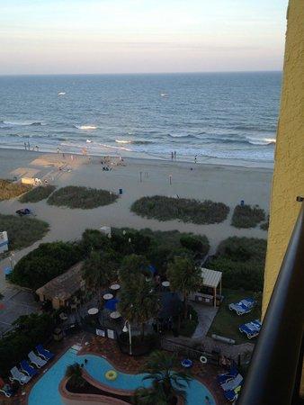 Sea Crest Oceanfront Resort : Beach