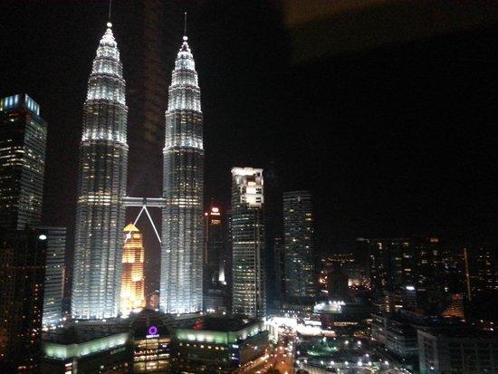 Traders Hotel, Kuala Lumpur : Night View of Twin Towers