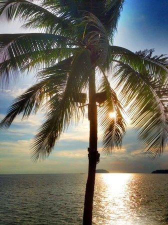 Sunset Bar at Shangri-La's Tanjung Aru Resort and Spa: Sunset Bar scenary