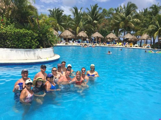 Iberostar Cozumel: Our gang in the pool