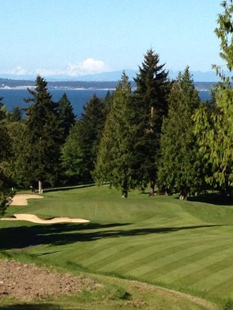 Port Ludlow Golf Club: Love Tide #2 with sweeping views and nice down hill tee shot.