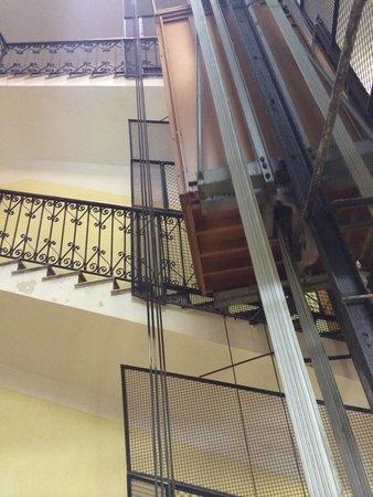 Hotel Gabriella Elevator