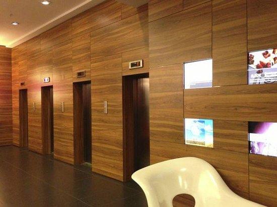 Expo Hotel Barcelona: 1Fエレベータホール