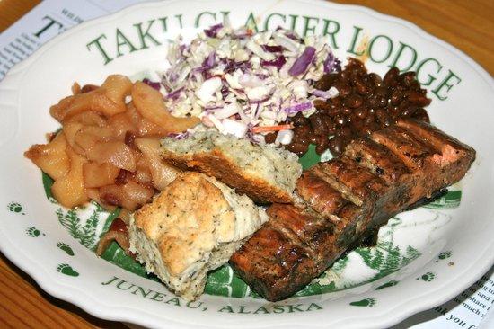 Taku Glacier Lodge & Wings Airways : Our wonderful Salmon dinner