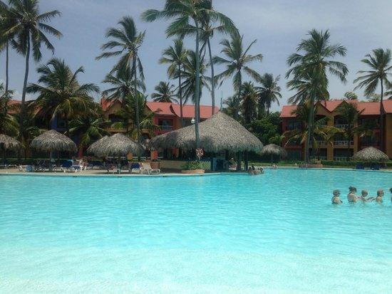Punta Cana Princess All Suites Resort & Spa: Pool and Bar