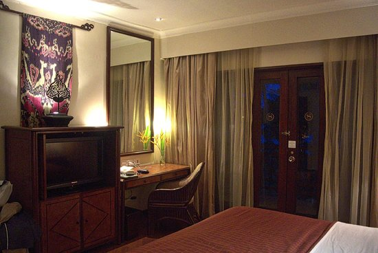 Sheraton Senggigi Beach Resort : Executive Suite / Desk Area