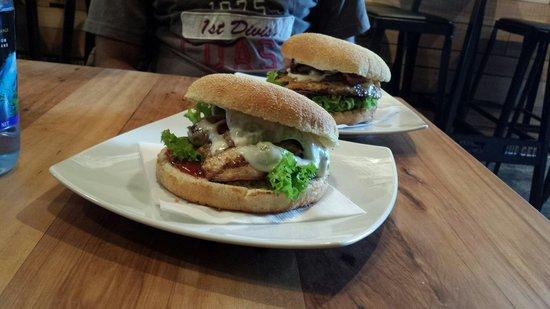 Velvet Burger: Burgers yuuummmm