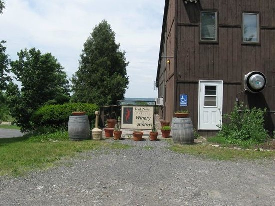 Red Newt Cellars Winery & Bistro: Red Newt Exterior