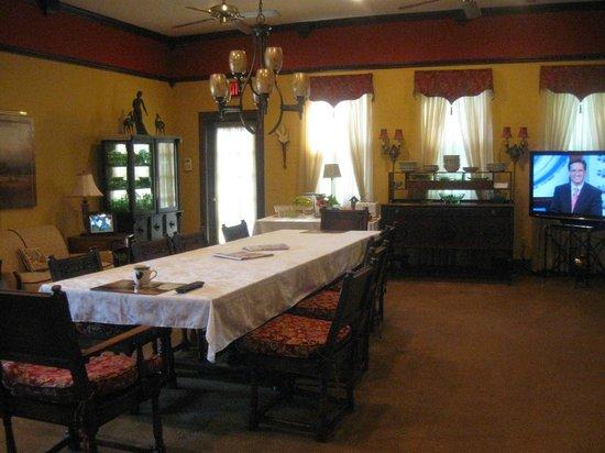 Bradstan Country Hotel: Breakfast area...open all day