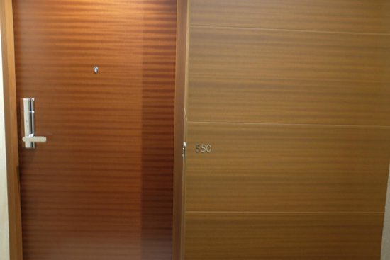Grand Hyatt Tokyo: Door and room number