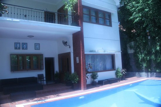 Eureka Villas Phnom Penh: There are 2 rooms which overlook the pool area