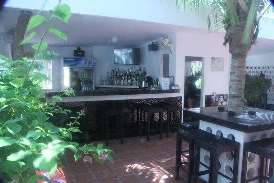 Eureka Villas Phnom Penh: Well set out bar area