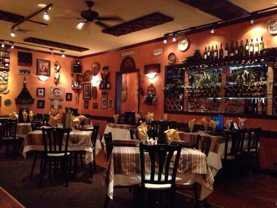Scampi Grill : Quaint Italian set up