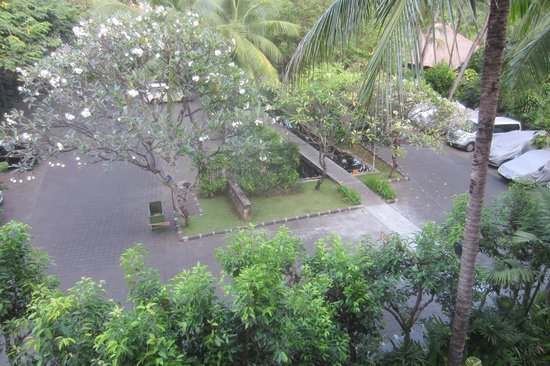 Legian Beach Hotel: Superior Garden View Room, of carpark