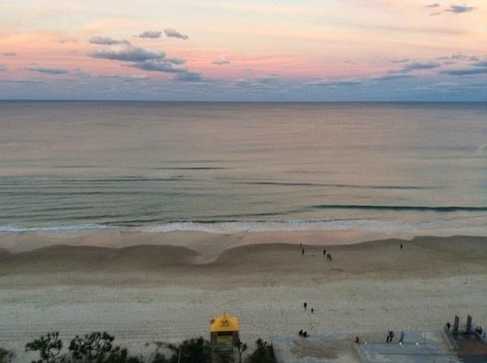 Chateau Beachside: Beautiful sunset from our room