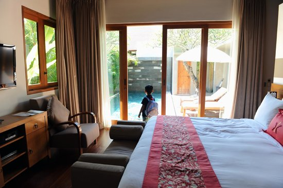 KoenoKoeni Villa : Love at first sight. (Please do not be deceived by the photo; the lap pool is longer).