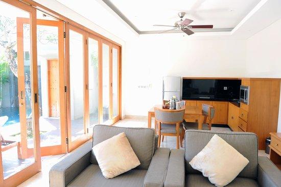 KoenoKoeni Villa : Living area. Love the bi-fold door.