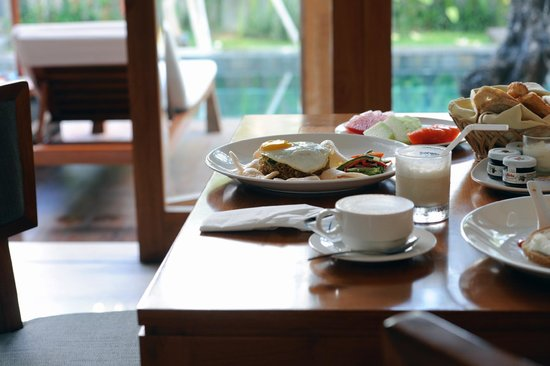 KoenoKoeni Villa: Breakfast like a traveller.