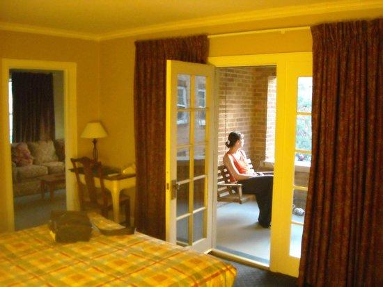 Senate Luxury Suites: Bedroom & Balcony