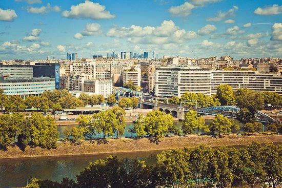 Novotel Paris Centre Tour Eiffel : Вид из окна на Сену