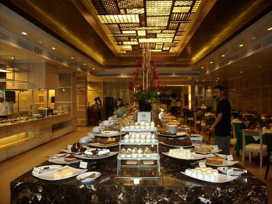 Phuket Graceland Resort & Spa: Dinning