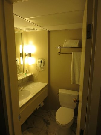 Warwick Seattle: Bathroom