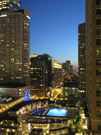 Residence Inn Chicago Downtown/River North: City View from our window