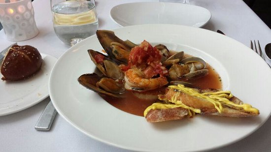 35 Steaks and Martinis : Cioppino - Shrimp complete with intestinal tract