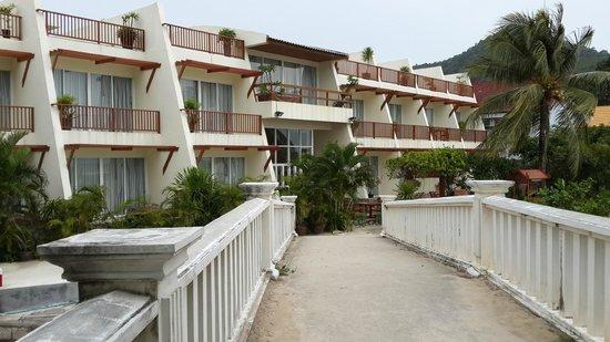 Wabi-Sabi Layalina X'Clusive Beachfront Boutique Resort Phuket : View of hotel building