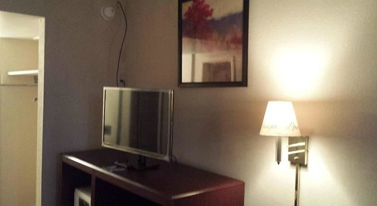 Knights Inn Fayetteville/Fort Bragg: Flat Screen TV