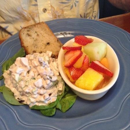 Grindstone Charley's : chicken salad