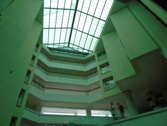 Renaissance Aruba Resort & Casino : Attrium inside of Hotel
