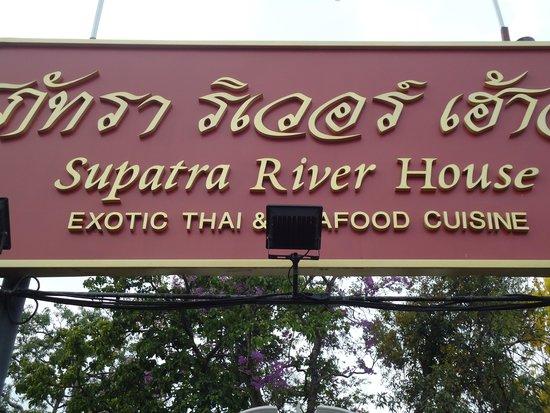 Supatra River House : entrada