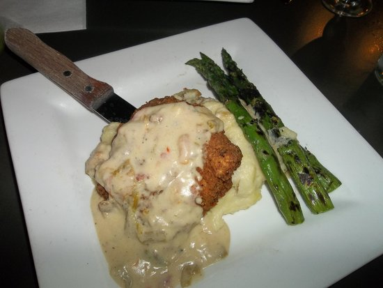 Ripe Eatery & Market: Buttermilk chicken with green chile bechamel,smoked gouda mashers and asparagus