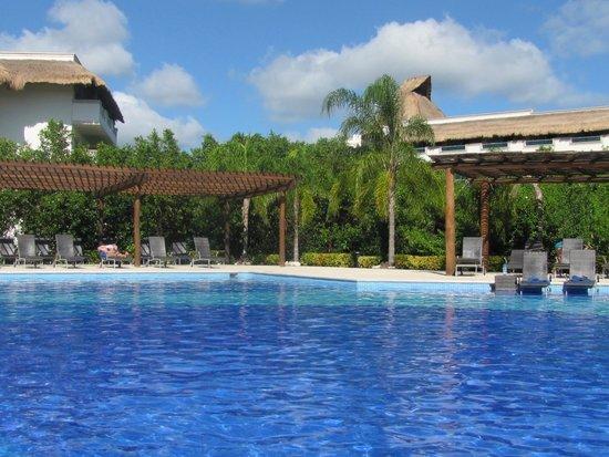 BlueBay Grand Esmeralda: Pool
