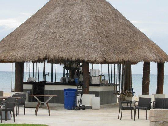 BlueBay Grand Esmeralda: Beach Bar