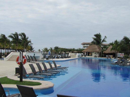 BlueBay Grand Esmeralda : Pool