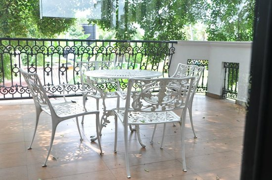 Ekala Retreat: Balcony