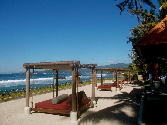 Rama Candidasa Resort & Spa: Beach beds - so romantic
