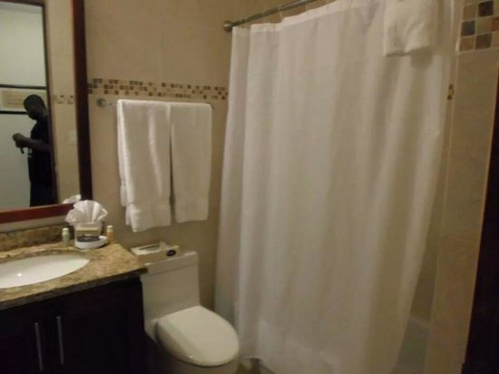 Ciqala Luxury Suites: Bathroom 1