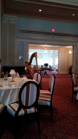 The Otesaga Resort Hotel: Fine dining, brilliant harpist!