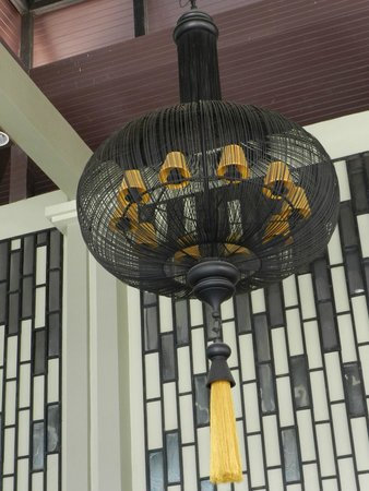 Ananta Burin Resort: I liked the Chandelier in the reception