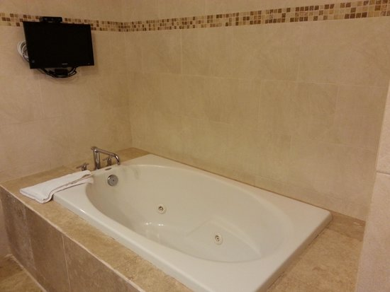 Ciqala Luxury Suites: Master bathroom Jacuzzi tub