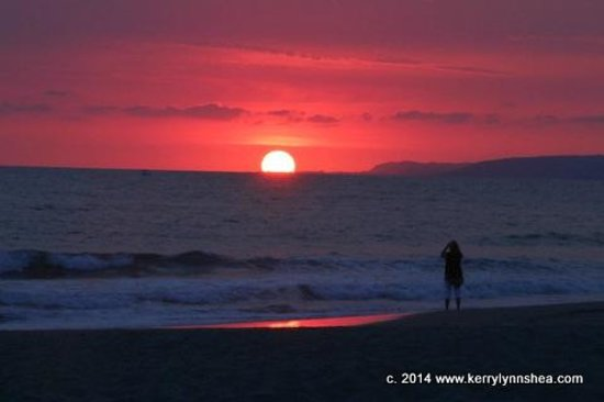 The Grand Mayan Nuevo Vallarta: sunset on beach one night
