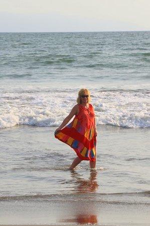 The Grand Mayan Nuevo Vallarta: gusty winds-play in ocean