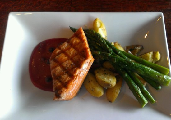 Ivar's Acres of Clams: King Salmon meal