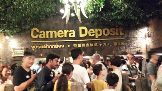 Phuket FantaSea: Queue to deposit cameras and all camera related gadgets