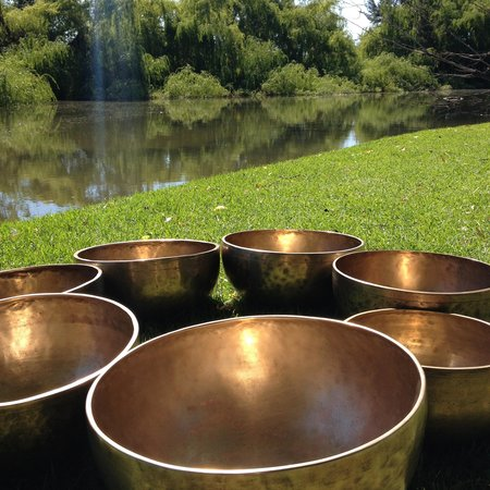 Narromine, Austrália: Circle of 7 singing bowls